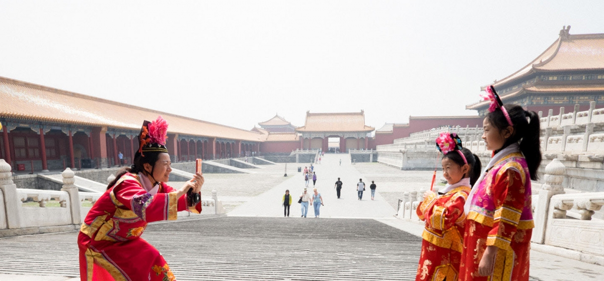 Tourists in the Forbidden City, Beijing. Image reproduced under a creative commons license courtesy of Mark Nye on Flickr.